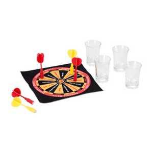 Jogo de Dardos na mesa com copo shot