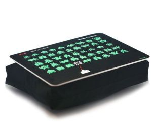 Bandeja notebook space invaders